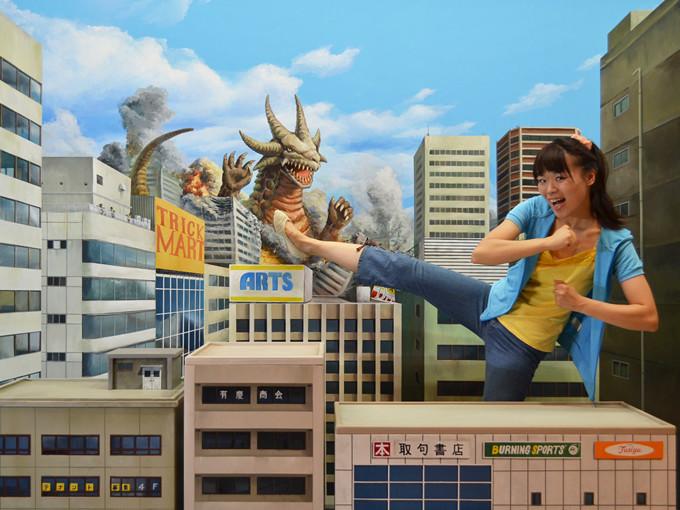 展示作品一例「巨大ヒーロー登場!」