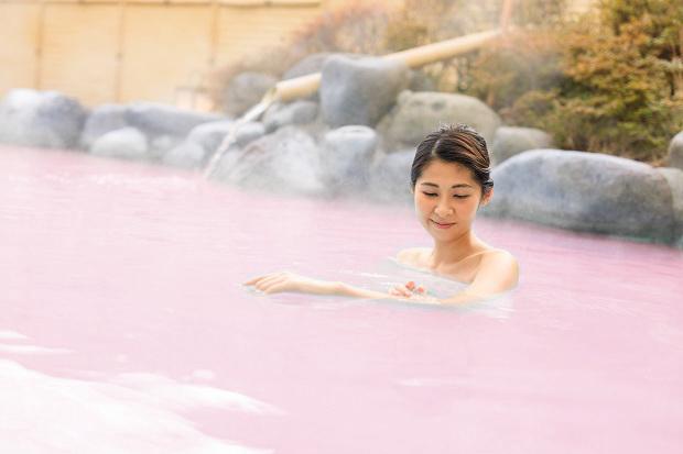 箱根小涌園ユネッサン 乙女のPINK FESTIVAL 森の湯コラーゲン風呂イメージ