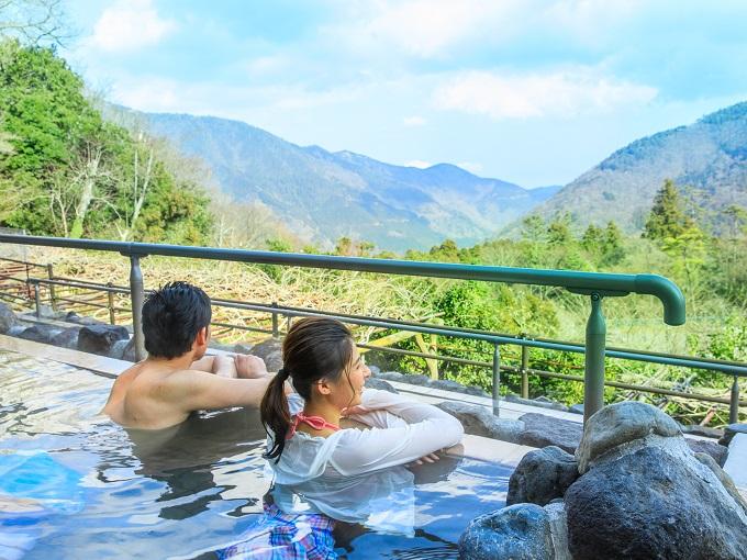 水着で遊ぶ温泉「ユネッサン」 超絶景展望露天風呂