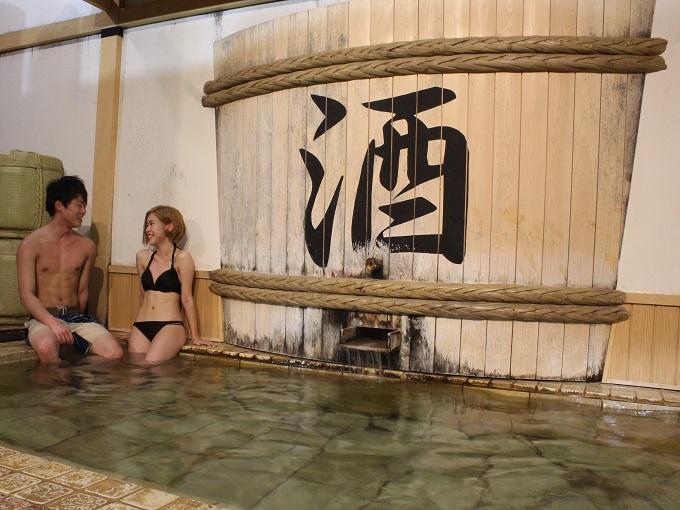 水着で遊ぶ温泉「ユネッサン」 水着で混浴 カップル 酒風呂